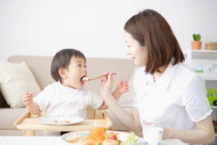 Tác hại Của Việc Cho Bé Ăn Cơm Chang Canh Không Phải Mẹ Nào Cũng Biết