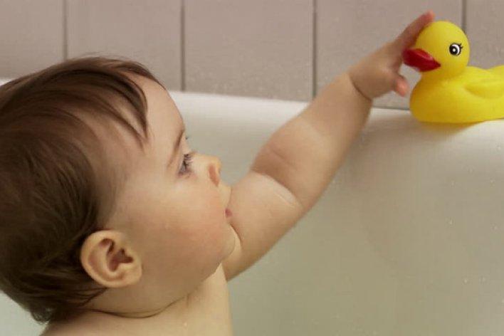 Đồ Chơi Vịt Trong Phòng Tắm - Coi Chừng Ổ Vi Khuẩn