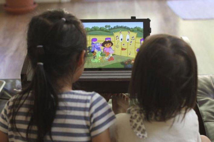Tivi Điện Thoại Ảnh Hưởng Não Bộ Trẻ Thế Nào ?
