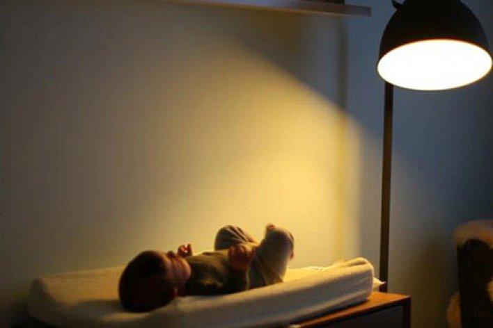 Nếu Mẹ Có Thói Quen Bật Đèn Cho Con Ngủ Suốt Đêm, Hãy Ngừng Ngay Việc Đó