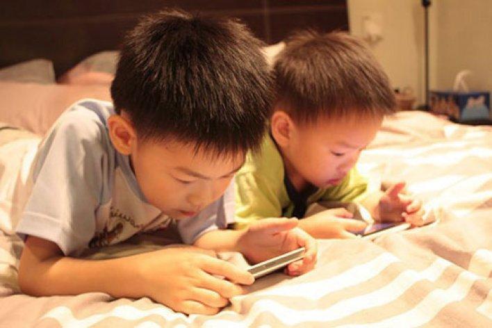 Tác Hại Đáng Sợ Của SmartPhone Khiến Mẹ Phải Giật