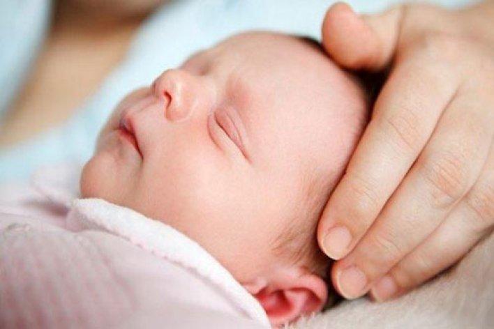 Trẻ Sơ Sinh Ngủ Hay Giật Mình Có Phải Do Thiếu Canxi