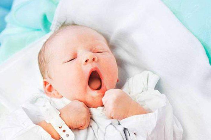 Trẻ Sơ Sinh Hay Vặn Mình Ngủ Không Ngon Giấc Phải Làm Sao