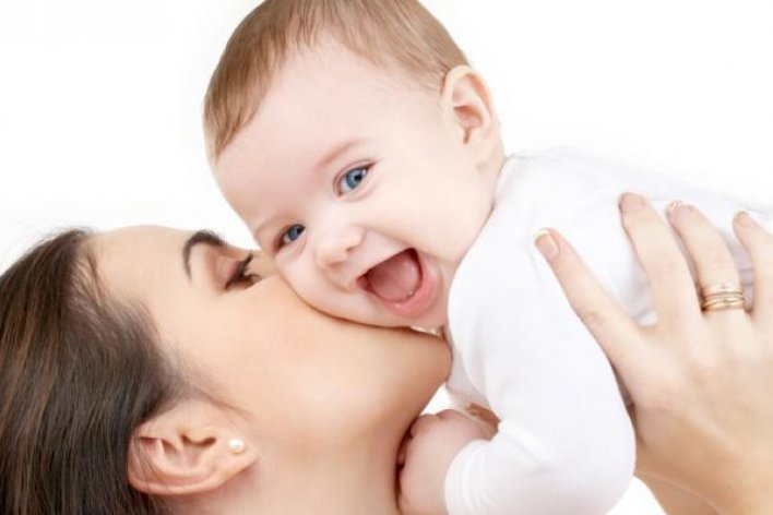 Đừng Để Người Lạ Hôn Trẻ Nhé Mẹ Ơi