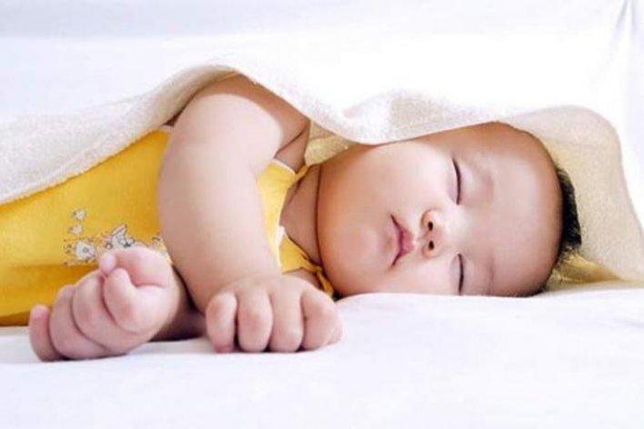 Vì Sao Trẻ Nhỏ Đổ Mồ Hôi Khi Ngủ