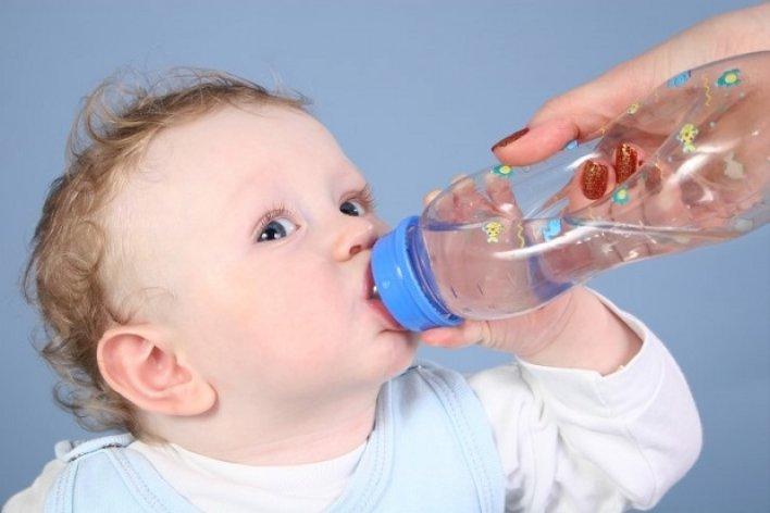 Vì Sao Không Nên Cho Trẻ Sơ Sinh Uống Nước Lọc