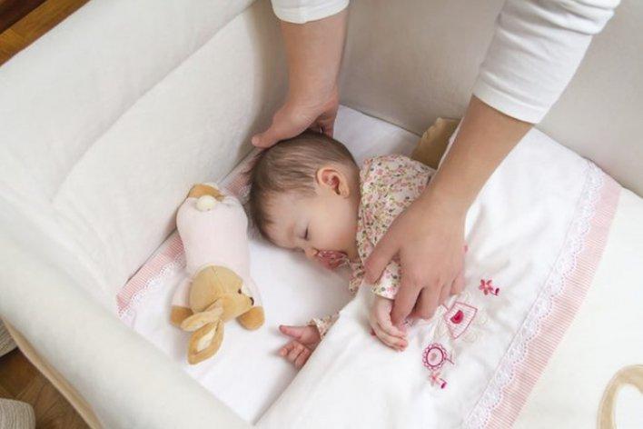 Cho Trẻ Sơ Sinh Nằm Gối Khi Ngủ Dễ Có Nguy Cơ Đột Tử