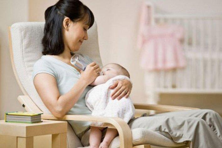Những Vấn Đề Khi Cho Trẻ Bú Bình Mẹ Cần Lưu Ý