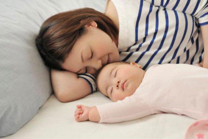 Mẹ Sẽ Thay Đổi Ý Định Cho Con Ngủ Riêng Sau Khi Đọc Bài Này